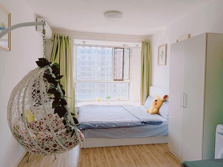 高碑店,传媒大学,百子湾时尚简约风格,生活用品家电齐全,采光好室内宽敞明亮。日租、短租、长租优惠多多