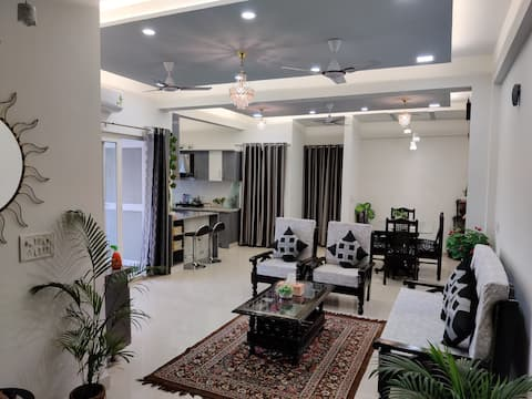 Anand's Aashiyana  homestay owner run property R2