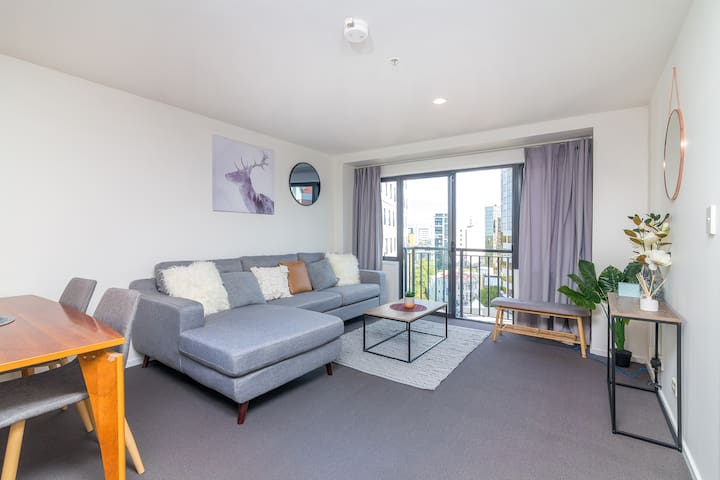 【JHT】Carpark,CBD, 2 BRM,Next to Uni,Free Wifi ,TV