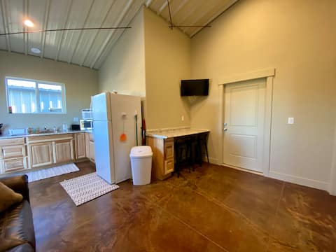 *NEW 1BR Pet-Friendly Apt w/Private Entry/Parking*