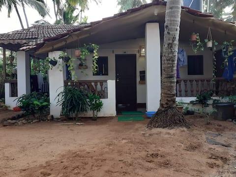 Garden View Cozy Room - Agonda Beach Bungalow