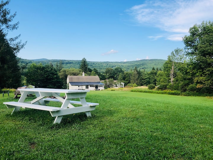Private Room, Catskills Mountaintop Farmhouse