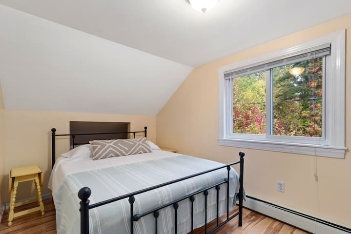 Bedroom 5 (upstairs)