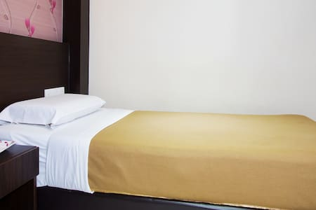 Single Room Remember Hotel (Bukit Gambir) - Ledang District