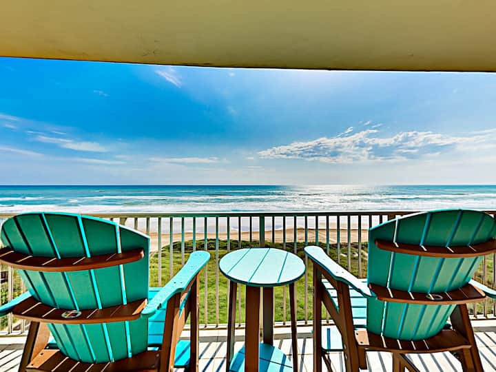 Beachfront Condo w/ Pool & Hot Tub