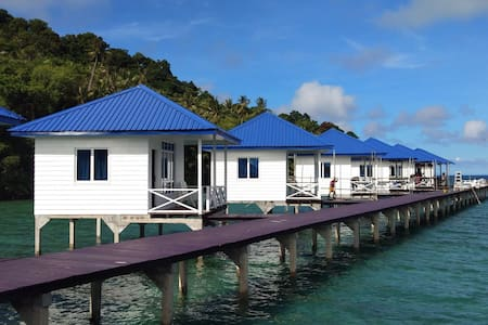 Green Fairy Island Water Village Chalet