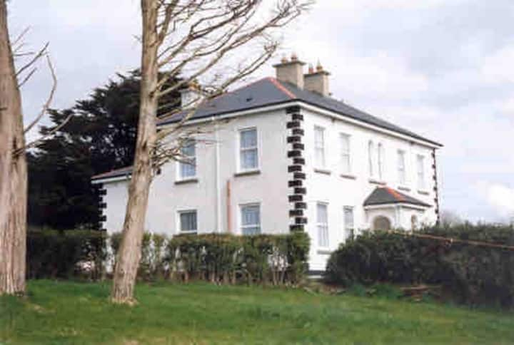 Well equipped house -Close To famous golf clubs
