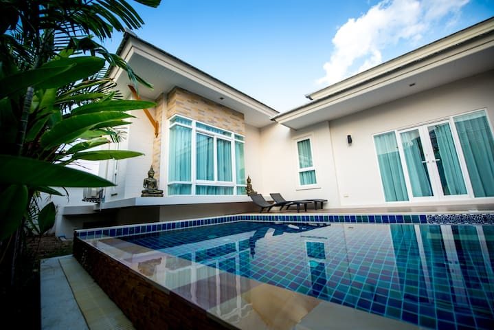 Modern & Luxurious Pool Villa - Sattahip - Casa