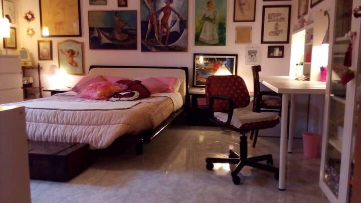 Esclusiva camera privata in villa con giardino