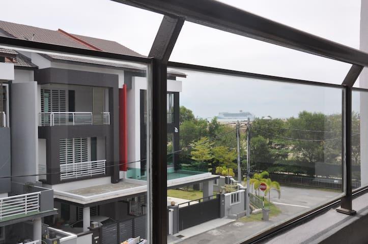 Imperial Cottage-Orient_Jacuzzi Spa (11 Pax/4R4B)