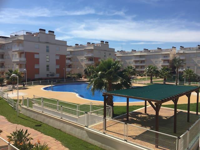 Apartamento alto standing frente al mar y piscina