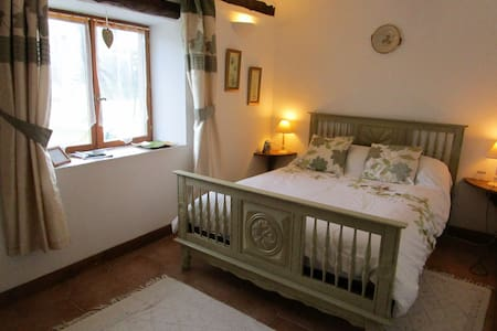 Double room with own shower room and garden view - Mohon - Hus