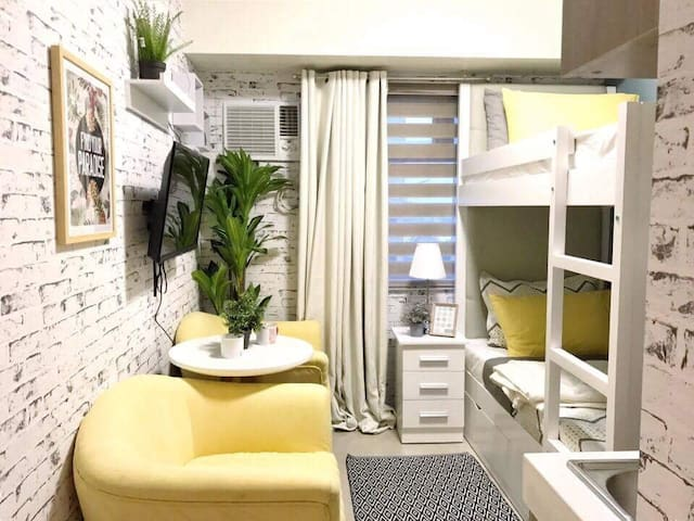 Cozy Room @ Edsa-Mandaluyong, for longterm rent