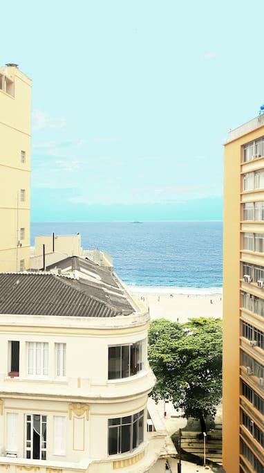 Vista da varanda para a praia de copacabana