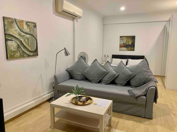 FS S2 central FARRER park studio with Terrace!