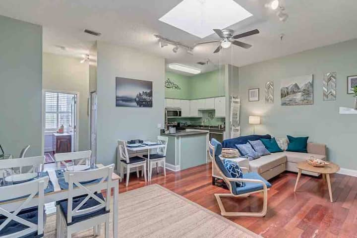 Stylish 2 BR apartment - perfect for relaxing!