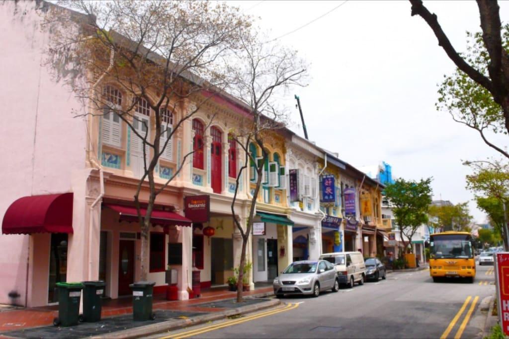 早起遗留下来的街坊邻居建筑一条街