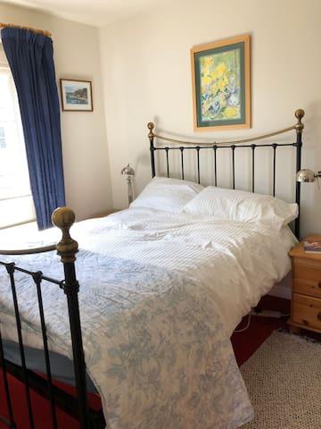 Main bedroom- queen size bed