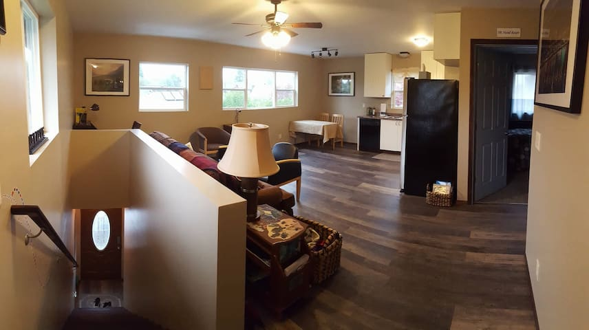 2 Bed/2 Bath Quiet Portland Apartment
