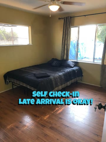 420 CHEAP Bedroom In Los Angeles W/ New Queen Bed!