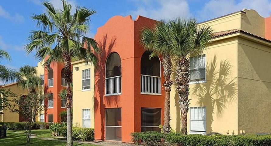 Private bed& bath 20 minutes from Disney/universal