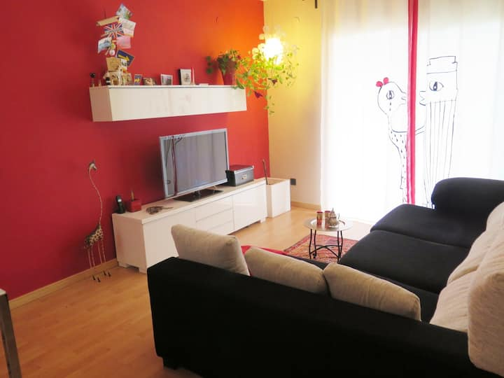 Cunit Apartment near the beach 5pax. Wifi & AC.