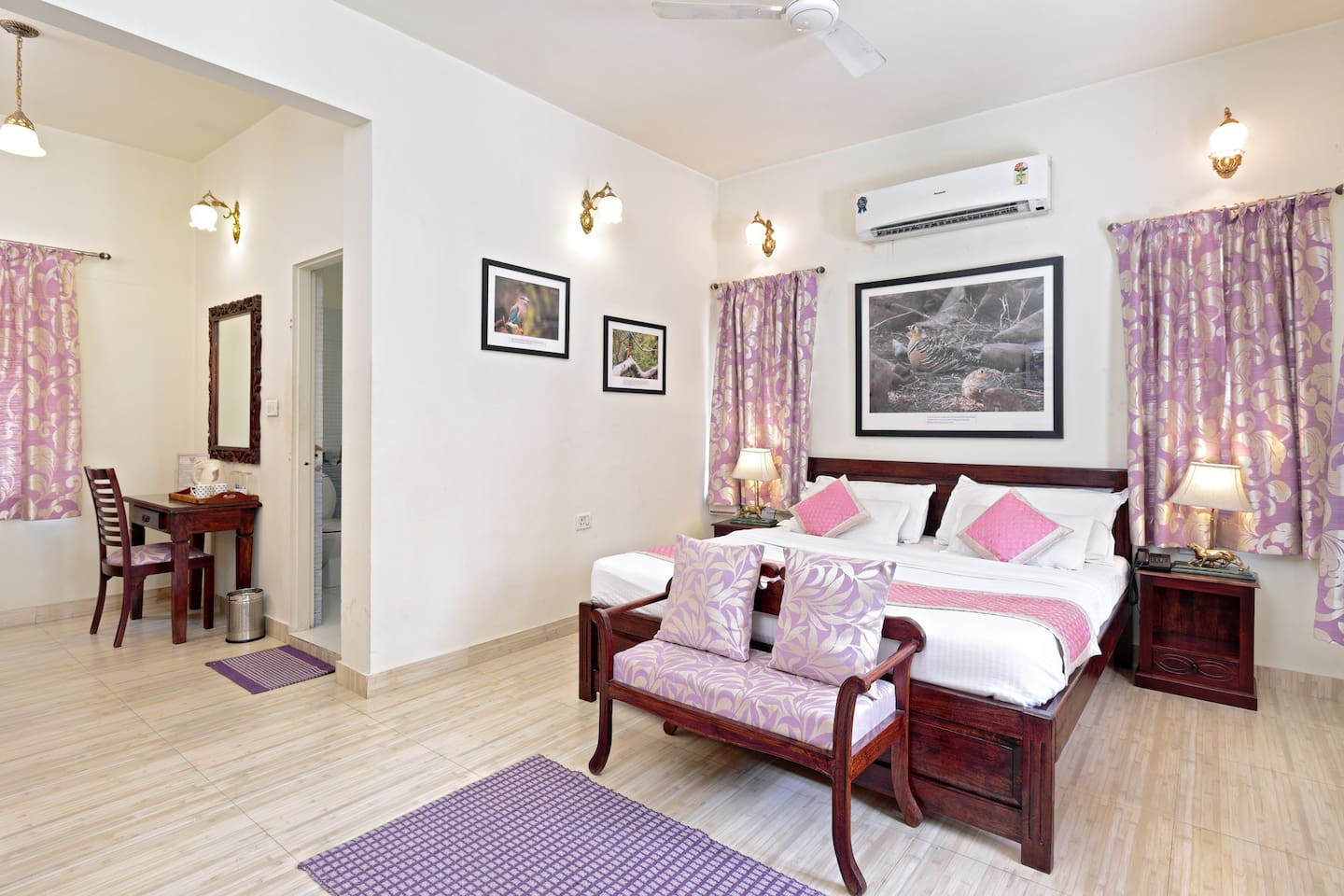 Mauve room ideal for the couple