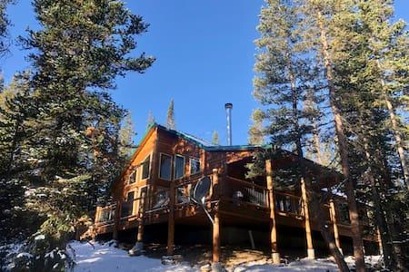 !!!NEW!!! Private Mountain Retreat w/ HOT TUB!