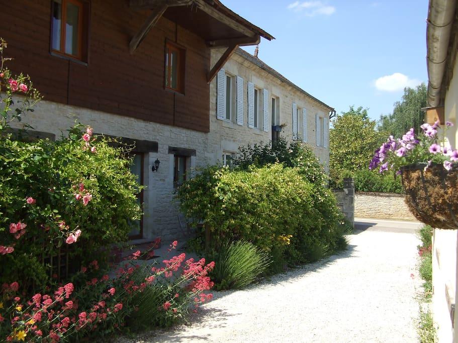Les Hirondelles with private terrace