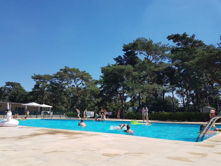 Heerlijke chalet bij buitenzwembad op Camping GT