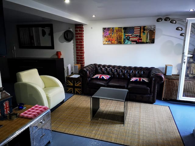 Fully furnished 40m² studio with private entrance