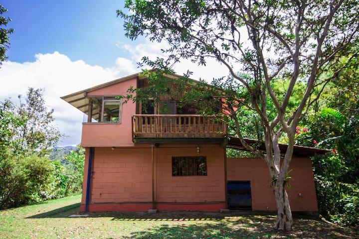 Minjoy: Casa de campo en Mindo