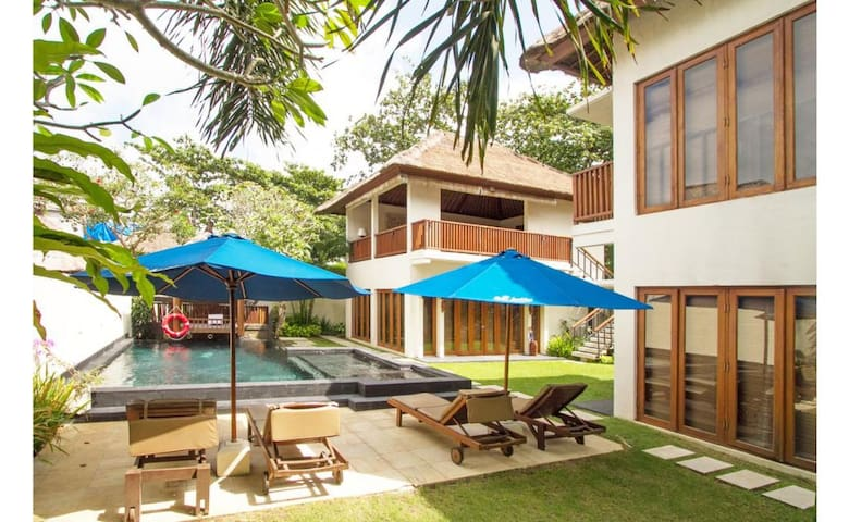 Beach front 3BR Villa with Private Pool+Breakfast