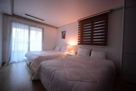 Azzi's Cozy House : ) #05 서면
