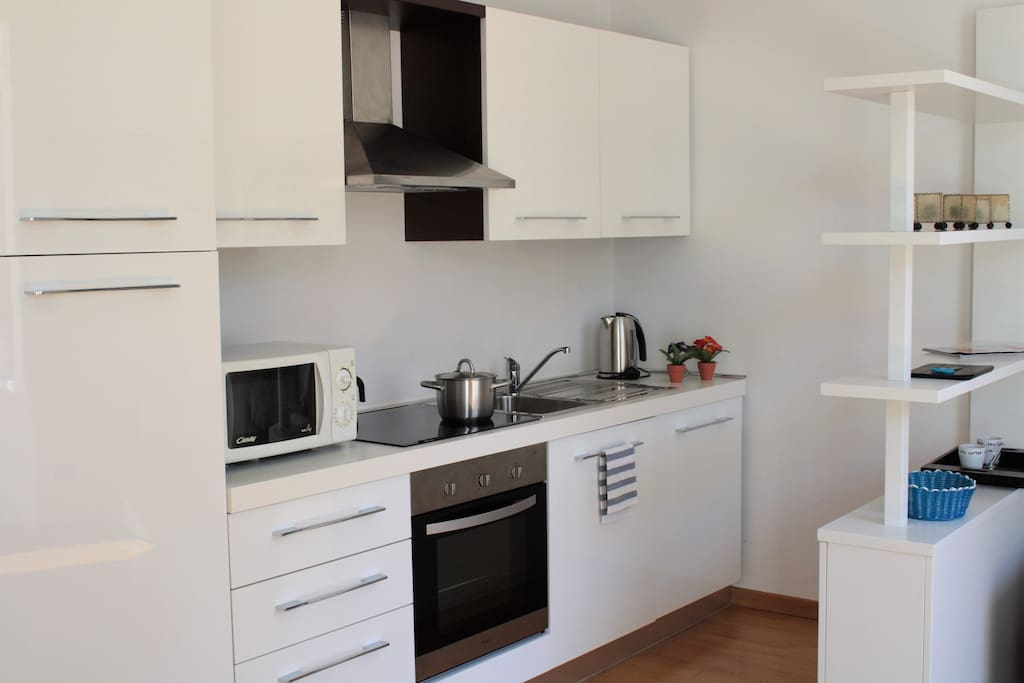 Fully equipped modern kitchen (dishwasher available)