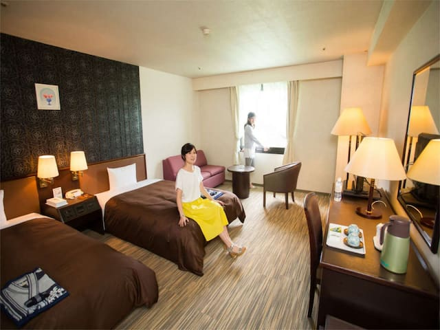 One by bus from the airport! Hot spring resort adjacent to golf course /2 pax (no-smoking)