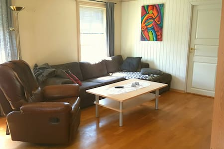 Room in apartment with huge terrace - Molde - Lejlighed