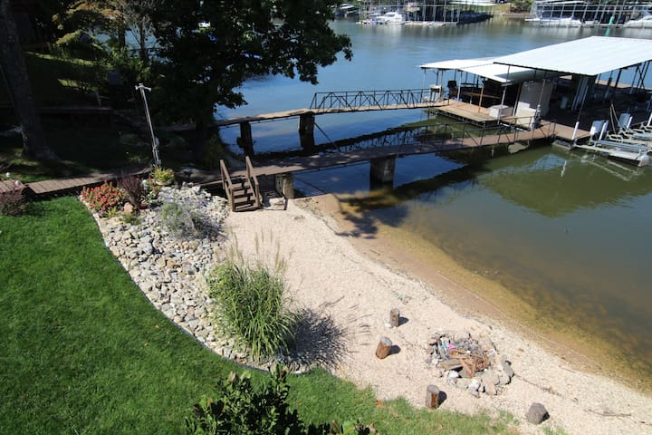 Hickory Lodge~ Private Beach and Dock