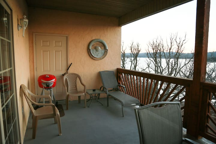 Lake Front Luxury- Table Rock