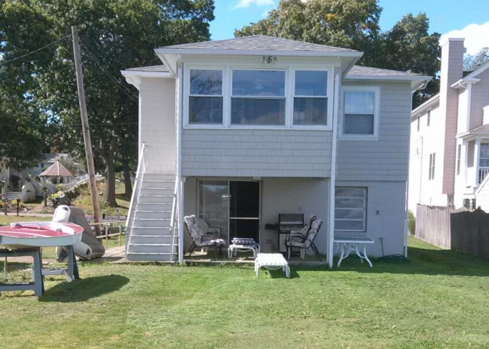 Beautiful summer rental houses for rent in bristol for Rhode island bath house