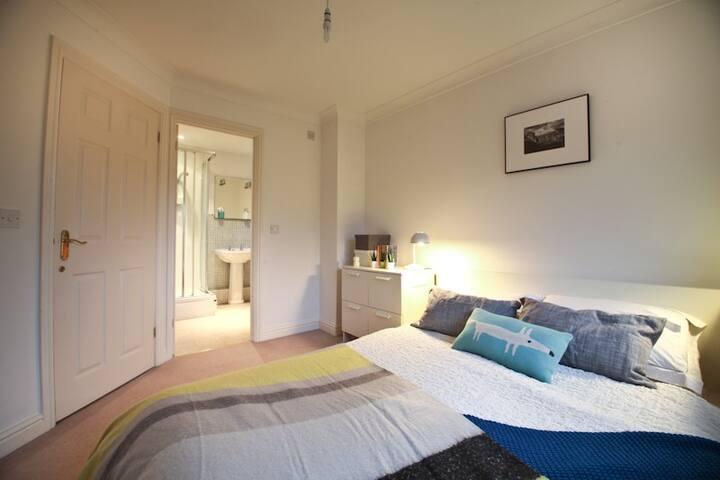 Double Room with En Suite close to City Centre