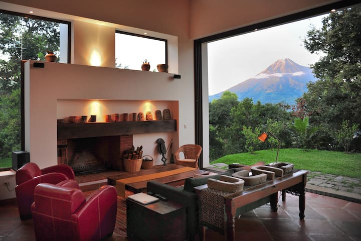 Spectacular Design, Volcano views - Antigua Guatemala