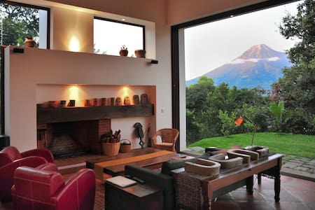 Spectacular Design, Volcano views - Antigua Guatemala - House