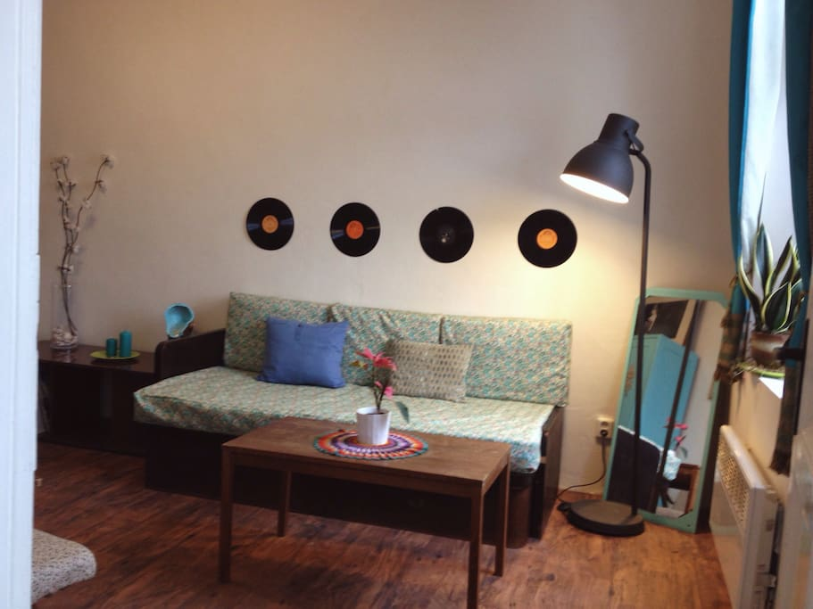 stylish fashion designer apt in bohemian style. Black Bedroom Furniture Sets. Home Design Ideas