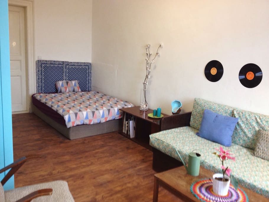 interRoom with double bed for 2 persons and sofa for one person