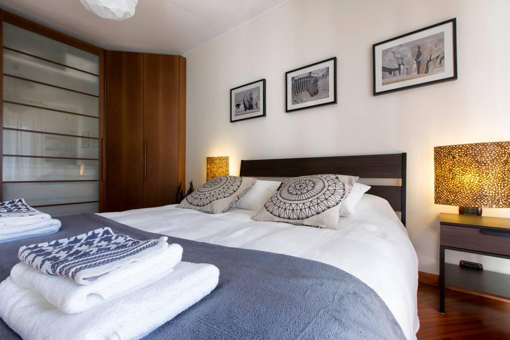 Camera da letto matrimoniale. Master bedroom.