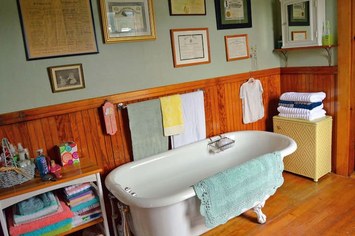 Quaint Upstairs Bath