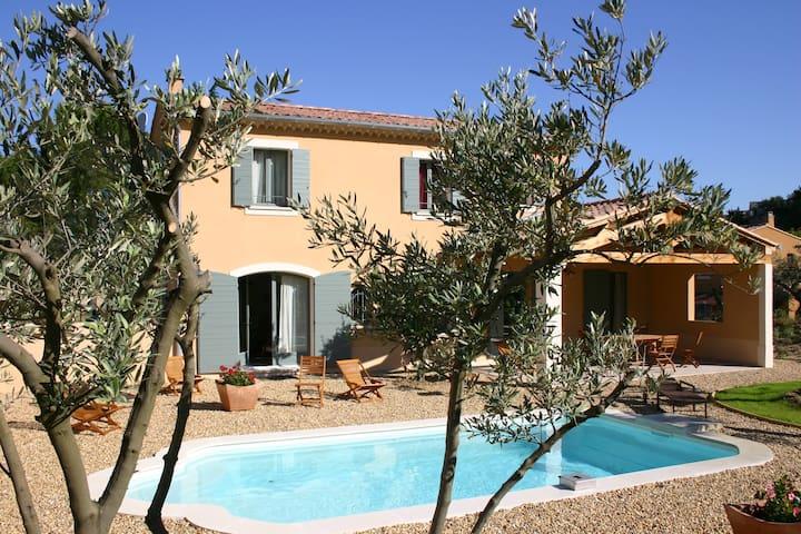 L'olivier Maison calme avec piscine - Vaison-la-Romaine - House
