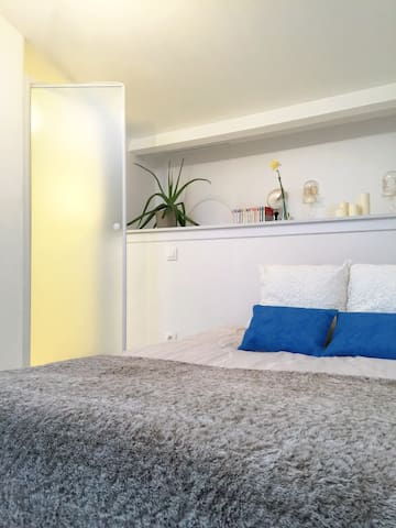 Belle chambre lumineuse,petit déj compris - Floirac - House