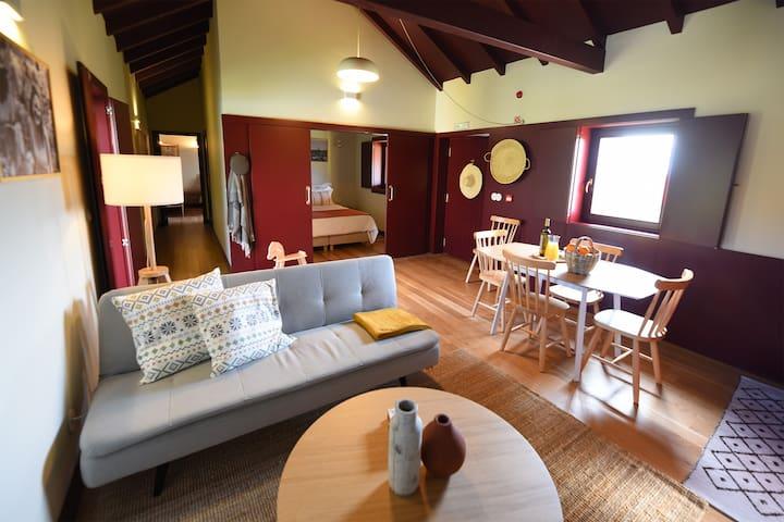 Vila Coura Farmhouse | Rural family house w/ pool